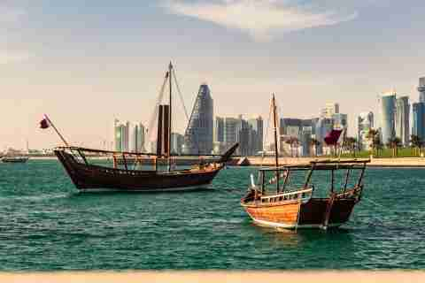 how to get a job in qatar